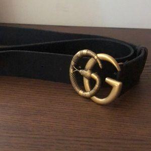 Gucci Black leather / Gold Buckle Snake Belt